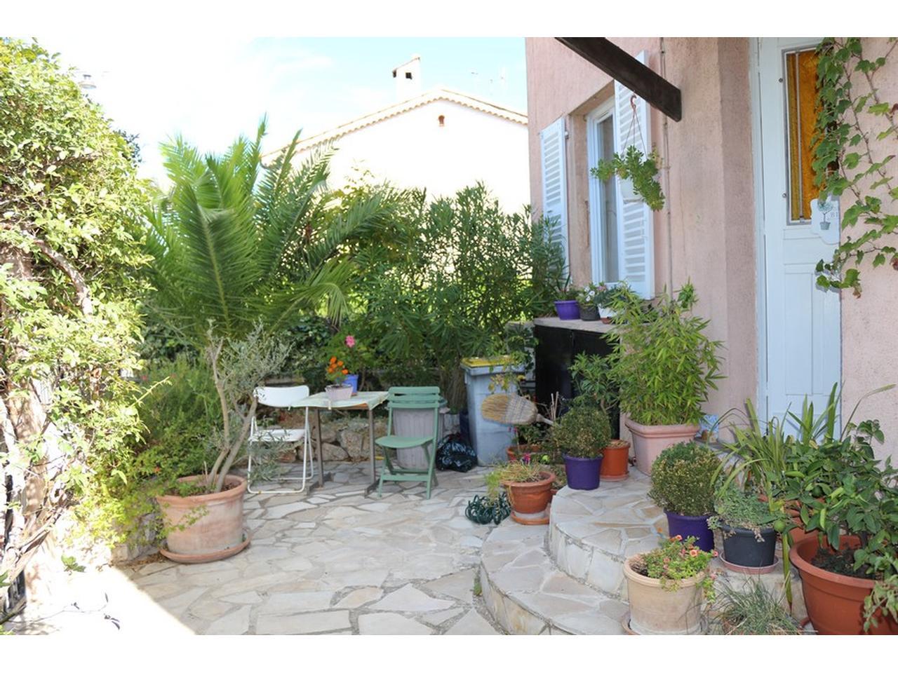 Immobili re manon l 39 agence immobili re de nice villa for Appartement rez de jardin nice